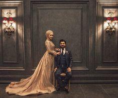 Image may contain: 2 people, indoor - Ilişki hedefleri - paintter Muslimah Wedding Dress, Muslim Wedding Dresses, Wedding Dress Styles, Hijab Bride, Bridal Dresses, Wedding Gowns, Couple Wedding Dress, Wedding Dress Sleeves, Wedding Couples
