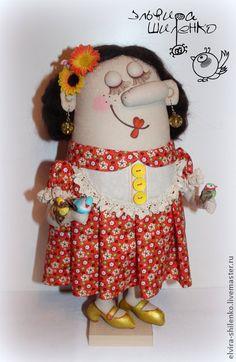 Акулина с птичками. Текстильная интерьерная кукла станет отличным подарком для девушки,женщины.Украсит любой интерьер,принесёт в ваш дом уют и душевное тепло.    Держится на подставке.