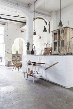 The best ideas for a city home with a vintage decor and a unique and industrial lighting. See more excellent decor tips here: http://www.pinterest.com/vintageinstyle/