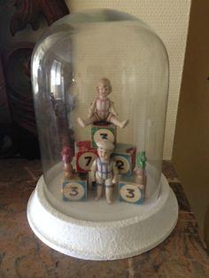 Globe poupées biscuits jouets anciens