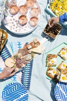 Use these party planning tips, hacks + recipes to throw the ultimate 30th birthday party on a boat.