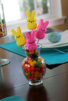 Easy Easter Peep bouquet. Cute idea for Teachers gift.- Could use same idea for most any season.