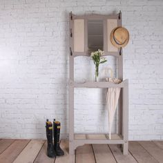 Hand Painted Vintage Coat - Shoe Rack - Hall Stand Shoe Rack Hall, Coat And Shoe Rack, Hallway Decorating, Decorating Tips, Upcycled Furniture, Painted Furniture, Vintage Coat Rack, Hall Stand, Brick In The Wall