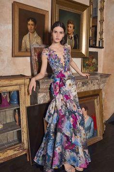 Marchesa Resort 2020 Fashion Show - Vogue Couture Dresses, Fashion Dresses, Vetement Fashion, Nice Dresses, Formal Dresses, Maxi Dresses, Awesome Dresses, Club Dresses, Casual Dresses
