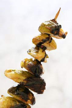 When you think of grilled vegetables, corn, eggplant, peppers and zucchini usually come to mind. But did you know you can make Brussels sprouts on the grill too? They come out perfectly charred on the (Baking Eggplant Balsamic) Carrot Recipes, Bean Recipes, Side Dish Recipes, Ww Recipes, Healthy Recipes, How To Cook Zucchini, Cooking Zucchini, Cooking Fish