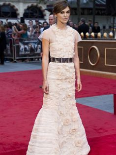 Keira Knightley in Chanel....OH KEIRA KEIRA....YOUR VERY BEAUTIFUL BUT DID YOU LOOK IN THE MIRROR TO DOUBLE CHECK HOW YOU LOOKED IN YOUR GOWN?? TOTALLY WRONG,EVEN A RUN WAY MODEL WOULD HAVE TROUBLE PULLING OFF THIS DRESS...CHERIE