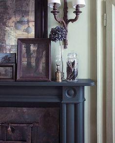 Cornice per camino in legno stile inglese Regency Bullseye, pitturata a mano con smalti eggshell