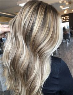 We've got tons of summer hair inspiration, from caramel-kissed brunettes to honey-dripped blondes to rose quartz-inspired brown. Get to scrolling, pinning, and swooning—these are the most stunning summer highlights. Blonde Hair Shades, Golden Blonde Hair, Blonde Hair Looks, Brown Blonde Hair, Cool Blonde Balayage, Balayage Hair Dark Blonde, Golden Hair Color, Honey Blonde Hair Color, Brownish Blonde Hair Color