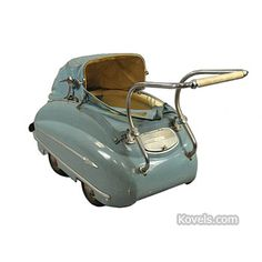 Cute baby carriage walking down the street 🌼 Vintage Stroller, Vintage Pram, Vintage Dolls, Pram Stroller, Baby Strollers, Baby Furniture, Antique Furniture, Prams And Pushchairs, Metal Prices