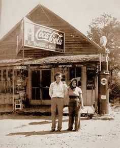 Old Country Store at Cash, Georgia across from the old grist mill at Dews Pond Old General Stores, Old Country Stores, Vintage Pictures, Old Pictures, Old Photos, Old Gas Pumps, Vintage Gas Pumps, Pin Up Girls, Coca Cola