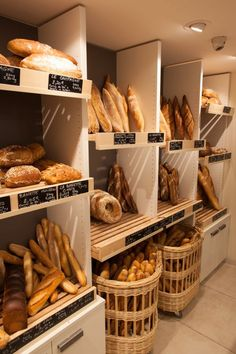 Bakery Shop Interior, Bakery Shop Design, Bread Display, Bakery Display, Bakery Store, Bakery Cafe, Logo Panaderia, Bakery Decor, How To Store Bread