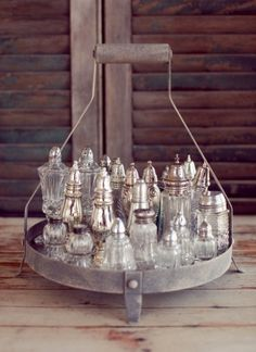 Vintage salt n peppers in a rustic metal holder - nice pairing Vintage Display, Vintage Decor, Vintage Items, Vintage Silver, Antique Silver, Vintage Love, Shabby, Vintage Bottles, Displaying Collections
