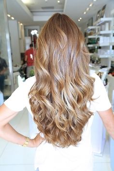 Caramel blonde hair color with loose curls.   Luv luv luv!