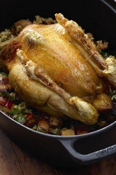 Recette poulet des landes fourré de coquillettes au foie gras et rôti au four, jus gras par La : Une recette proposée par le chef Hélène Darroze..Ingrédients : poulet