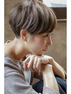 Pin on ショートヘア Trendy Haircuts, Haircuts For Long Hair, Short Hairstyles For Women, Hairstyles With Bangs, Medium Hair Cuts, Short Hair Cuts, Bowl Haircut Women, Bowl Haircuts, Wavy Hair