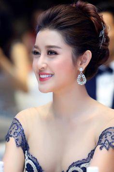 Pin on 女性のファッション « Luna Margarin - 美しさ Most Beautiful Indian Actress, Beautiful Asian Women, Beautiful Actresses, Belle Silhouette, Beautiful Girl Photo, Cute Beauty, Girl Model, Stylish Girl, Indian Beauty