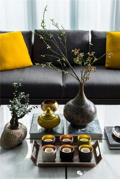 Warm dark tones with bright colours Sala Oriental, Design Oriental, Interior Accessories, Home Decor Accessories, Interior Styling, Interior Decorating, Feng Shui, Chinese Interior, Japanese Interior