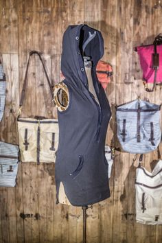 Fox + Stag Women's Banshee in Charcoal