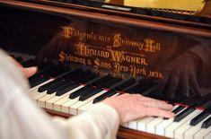 Κατέρριψαν το ρεκόρ γκίνες, 20 μαθητές σχολείων στη Βοσνία που έπαιξαν πιάνο ταυτόχρονα