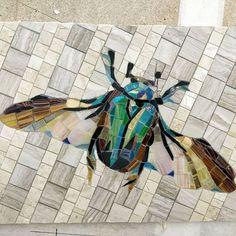 Жук в камне. Поедет в Италию!! Это очень приятно! #mosaicavoronova #moscow #mosaico #mosaics #art #artist #жук#зеленый #крылья #бронзовка #камень #арт #панно #работа #любимаяработа #люблютворчество #творчество #мозаикаизстекла #мозаика #мозаики #москва #назаказ