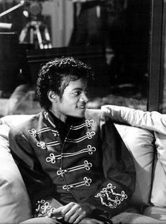 The dynamic duo: Quincy Jones and Michael Jackson;) - Cuteness in black and white ღ by ⊰ Mike Jackson, Jackson Family, Michael Jackson Thriller, Familia Jackson, Invincible Michael Jackson, Michael Jackson Fotos, Quincy Jones, King Of Music, The Jacksons
