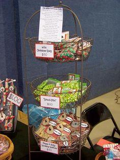 Tabletop display baskets