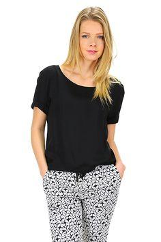 American Vintage - T-Shirts - Abbigliamento - T-Shirt in viscosa con collo ampio ed asimmetrica sul fondo.La nostra modella indossa la taglia /EU S. - NOIR - € 65.00