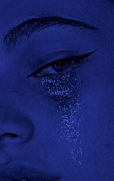 blue aesthetic eye