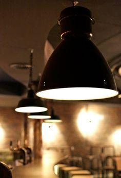 360volt heeft een hele vette #collectie van #industriële #lampen. Het bedrijf heeft een eigen webshop en studio aan de Prinsengracht in Amsterdam en is gespecialiseerd in industriële, #vintage lampen. Naast de verkoop van industriële lampen, verzorgt 360volt ook de #inrichting van #restaurants, #bars, hotels, #clubs, winkels en kantoren.