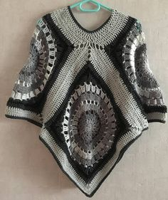 I propose you a crochet poncho. Height from tip of collar to bottom point: Height of sleeve: Very comfortable to wear and very easy to maintain, it is great worn over jeans. Crochet Jumper, Crochet Jacket, Crochet Shawl, Free Crochet, Knit Crochet, Crochet Motifs, Knitting Paterns, Crochet Poncho Patterns, Crochet Capas