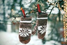 forget the christmas balls just hang mittens
