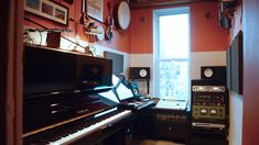 A Professional Recording Studio in an Unbelievably Tiny Room Big thing small package! after all music can be put on a player. Home Studio Setup, Tiny Studio, Studio Ideas, Studio Room, Home Recording Studio Equipment, Home Studio Musik, Orange House, Black Mirror, Home Goods