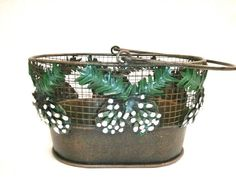 DECORATIVE WOVEN METAL CHRISTMAS HOLIDAY SNOW COVERED PINE CONES BASKET W/HANDLE
