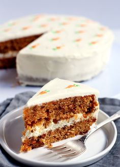 super moist carrot cake w/ cream cheese frosting - for somebody who loves carrot cake Easy Carrot Cake, Moist Carrot Cakes, Butter Cream Cheese Frosting, Cake With Cream Cheese, Crumb Coating A Cake, Carrot Cake Cheesecake, Wedding Cake Flavors, Unique Cakes, Cake Batter