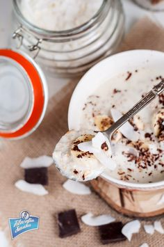 Owsianka kokosowa z bananem i czekoladą