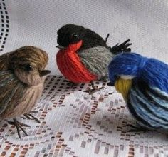 The DIY yarn birdies look super cute . This is a very unique yarn craft which kids will love. And it's very easy and fun to make in minutes . Yarn Crafts For Kids, Bird Crafts, Snowman Crafts, Adult Crafts, Easter Crafts, Birdhouse Craft, Art Fil, Diy Y Manualidades, Pom Pom Crafts