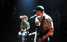 How sweet!!! Dierks Bentley and his daughter, Evie!!! :D what a precious photo:)