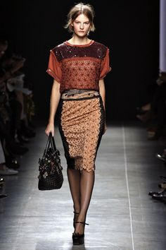 I love this whole thing. the box-cut of the tee and the dainty pattern and pencil skirt