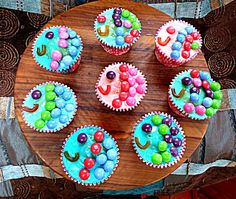 Rainbow fish cupcakes Rainbow Fish Eyfs, Rainbow Fish Activities, Rainbow Fish Crafts, Fish Cupcakes, Library Cake, Eyfs Activities, Tuff Tray, Unicorns And Mermaids, Expressive Art