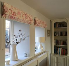 Floral roman blinds using Clarke & Clarke Delphine floral  pink fabric #floralfabric  #prettyfloralfabric