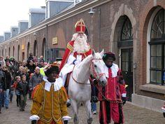 Sinterklaas bezoekt alle kinderen.