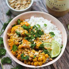 Arašídové curry s cizrnou a batáty - Natu.cz Curry, Ethnic Recipes, Food, Curries, Essen, Meals, Yemek, Eten