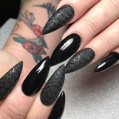 Incredible Black Nail Art Designs for Girls - Page 11 of 62 - LoveIn Home - The most beautiful nail designs Black Manicure, Black Acrylic Nails, Black Nail Art, Matte Nails, Dark Nails, Gel Manicure, Witchy Nails, Goth Nails, Prom Nails