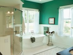Green bathroom! Who would of thought to paint it green. Great idea