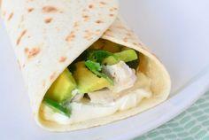 Deze tortilla's met limoen kip én avocado naar recept van Donna Hay zijn echt een aanrader! Onwijs gemakkelijk om te maken en zo ontzettend lekker! Tortilla's, kip, limoen, koriander, groene peper en zure room is alles wat je nodig hebt. In slechts 20 minuten zet je dit heerlijke gerechtje op tafel. Geniet ervan!
