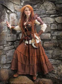 viking woman***Research for possible future project. Medieval Costume, Medieval Dress, Viking Dress, Female Viking Costume, Female Cosplay, Moda Medieval, Mode Hippie, Celtic Warriors, Viking Clothing