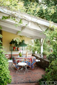 20 outdoor decor and patio ideas to try for summer entertaining and backyard barbecues: