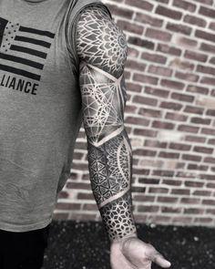 Geometric Tattoo Sleeve Designs, Geometric Mandala Tattoo, Geometric Tattoos Men, Sacred Geometry Tattoo, Mandala Tattoo Design, Tribal Tattoos, Best Sleeve Tattoos, Leg Tattoos, Fractal Tattoo