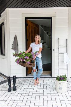 Front Entrance Ideas for your farmhouse. Modern Farmhouse, White Farmhouse, Vintage Farmhouse, Farmhouse Design, Interior Paint Colors, Paint Colors For Home, Front Entrances, Interior Design Services, Country