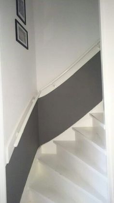 Afbeeldingsresultaat voor trap verven Stair Renovation, Home Interior Accessories, House Stairs, Living Room Colors, Hallway Decorating, Basement Remodeling, Stairways, Home And Living, Sweet Home